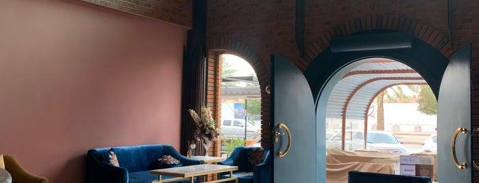 La Flor Lounge is one of Lugares guardados de Queen.