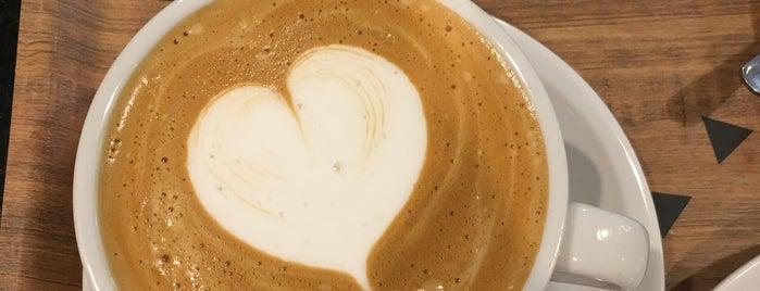 Costa Coffee is one of Greta'nın Beğendiği Mekanlar.