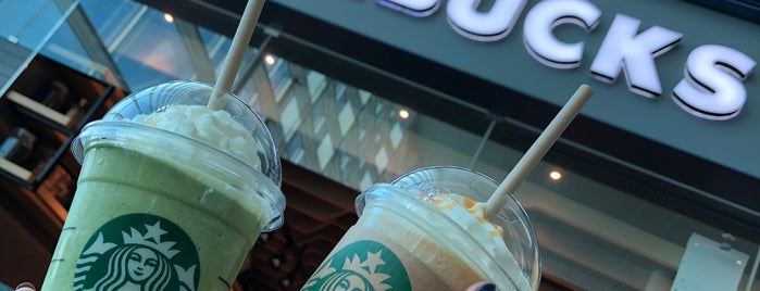 Starbucks is one of Tempat yang Disukai Domma.