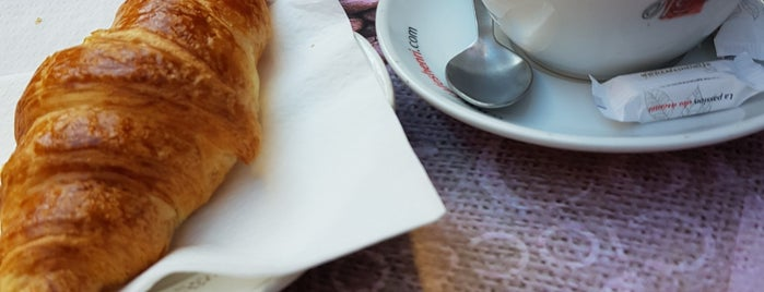 Au Croissant Doré is one of TRAVEL coffee.
