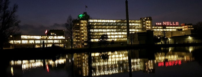Van Nelle Fabriek is one of สถานที่ที่ Carl ถูกใจ.