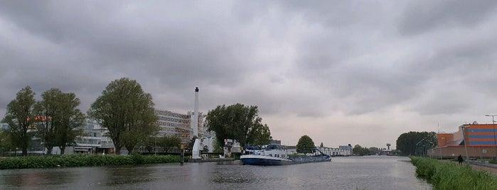 Van Nelle Fabriek is one of Lieux qui ont plu à Carl.