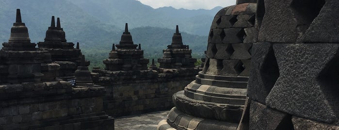 Borobudur Tempel is one of Outing Trip.
