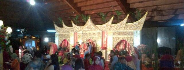 Gedung makarti mukti tama is one of สถานที่ที่ Arie ถูกใจ.