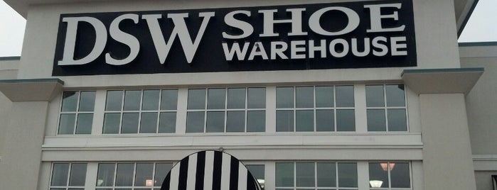 DSW Designer Shoe Warehouse is one of Posti che sono piaciuti a Sunjay.