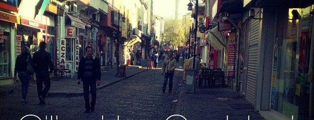 Çilingirler Caddesi is one of Orte, die sezer gefallen.