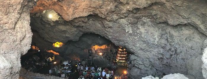 Restaurante La Gruta Teotihuacan is one of Dates.