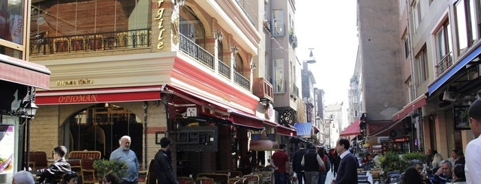 Ottoman Cafe is one of Lieux qui ont plu à Ceylin.