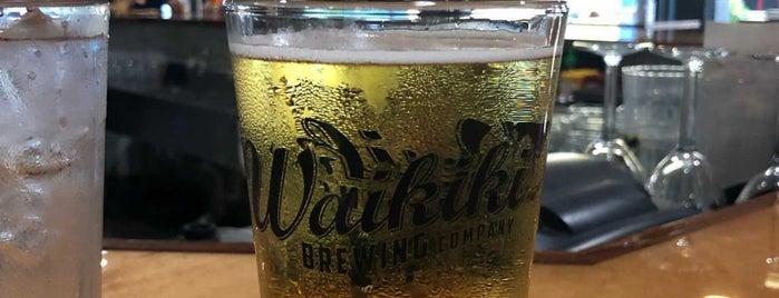 Waikiki Brewing Company Kakaako is one of Lieux qui ont plu à Jen.