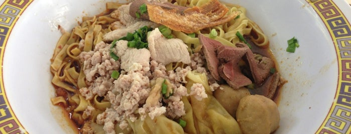 Hill Street Tai Hwa Pork Noodle 吊桥头大华猪肉粿条 is one of Locais curtidos por Sergey.