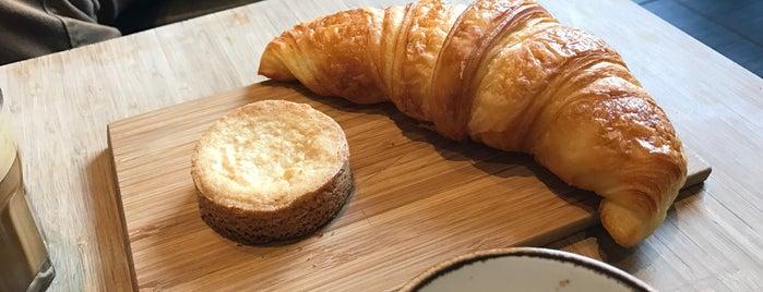 Café M is one of Fermés.