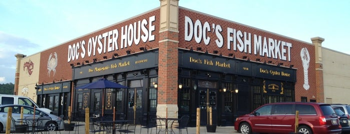 Doc Magrogan's Oyster House is one of Lugares guardados de Lizzie.