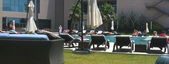 Erbil Rotana Hotel is one of สถานที่ที่ Artemy ถูกใจ.