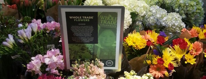Whole Foods Market is one of Lugares favoritos de Chris.