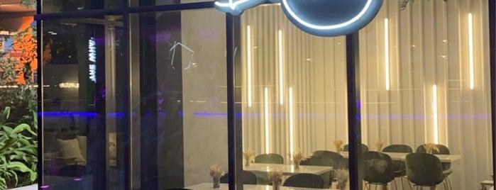 Blanco Cafe is one of Nouf: сохраненные места.