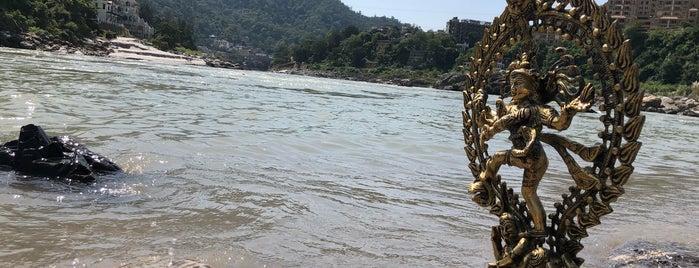 Ganga Aarti is one of Lugares favoritos de Swen.