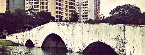Ponte de Pedra is one of Pontos turísticos.