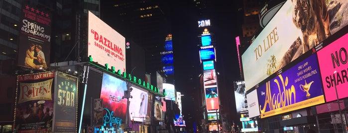 Times Square is one of Tempat yang Disukai Lau.