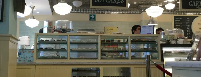 Magnolia Bakery is one of Lau 님이 좋아한 장소.