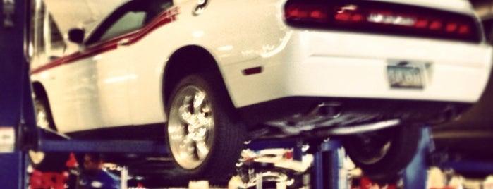 Bill Luke Chrysler Jeep Dodge and Ram is one of Posti che sono piaciuti a Scott.