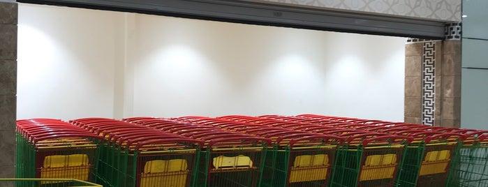 لولو هايبر ماركت Lulu Hypermarket is one of Locais curtidos por HUSSAIN.