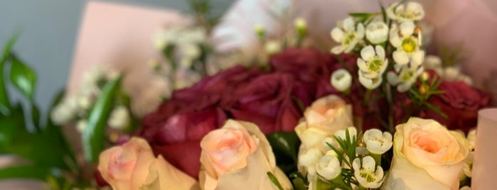 AGSAN Flowers | أغصان is one of Orte, die 🍦 gefallen.