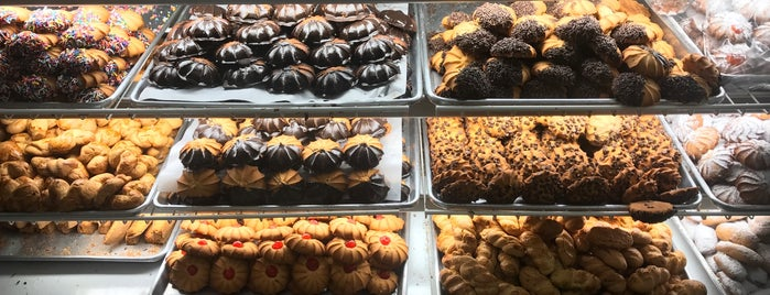 Joe's Sicilian Bakery is one of NYC's Best Cafés&Pastries 🍰🍮🍪☕️.