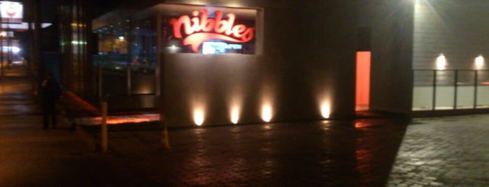 Nibbles Food & Fun is one of Lugares favoritos de Luis Gustavo.