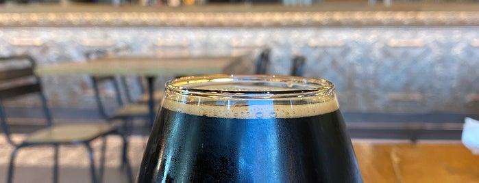 Hopster's Brewery is one of Orte, die Amanda gefallen.