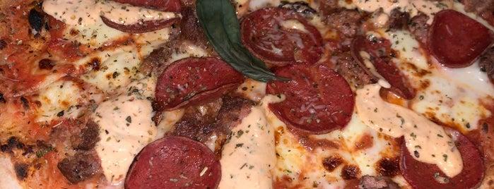 D'oro Pizzeria is one of Locais salvos de Abdullah.