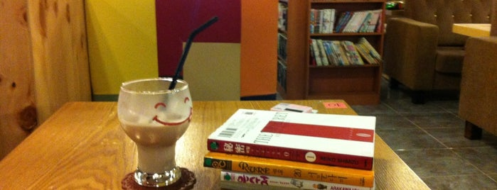 café de Comics (카페데코믹스) is one of book-shop.