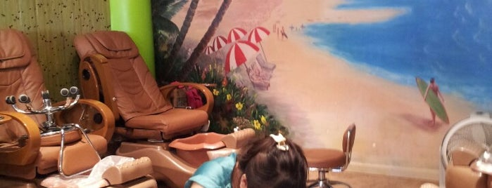 Hawaiian Nail Bar is one of Lugares favoritos de Isabella.