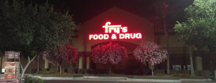 Fry's Food Store is one of Tempat yang Disukai Bob.