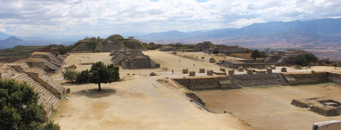 Monte Albán is one of Lieux qui ont plu à Guillermo.