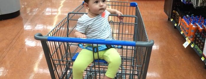 Walmart is one of Posti che sono piaciuti a Guillermo.