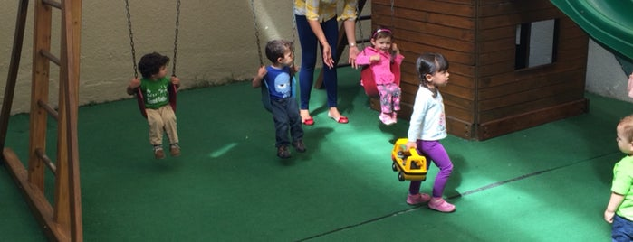 Montessori Mocel is one of Posti che sono piaciuti a Guillermo.