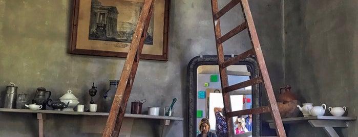 Atelier Cezanne is one of Matieu e Moi.