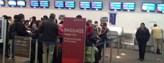 Mostrador Delta Air Lines is one of Orte, die Cindy ♡ gefallen.