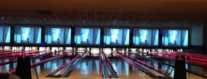 AMF Bowling is one of Locais curtidos por Alex.