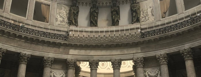 Basilica Reale S. Francesco di Paola is one of Nápoles.