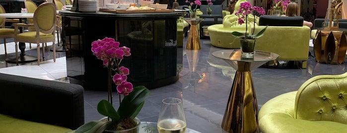 Aria Hotel Budapest is one of Posti che sono piaciuti a Saeed.