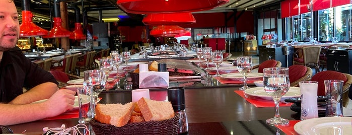 Kırmızı Barbekü is one of Lugares favoritos de Selen.