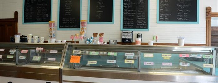 Heyn's Ice Cream is one of สถานที่ที่ Nick ถูกใจ.