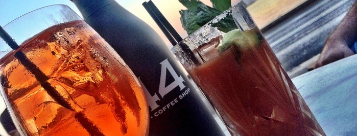 44 Bar & Coffee Shop is one of Locais curtidos por Dera.