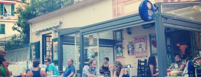 Vin Love Café is one of Tempat yang Disukai Miriam.