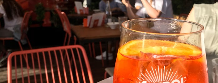 Aperol Spritz Bar is one of Cocktails Barcelona.