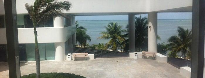 Centro Empresarial Cancun is one of Tempat yang Disukai Teresa.