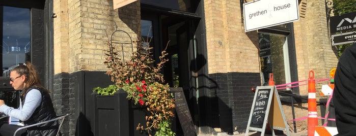 Moose and Sadie's is one of Orte, die Drinker gefallen.