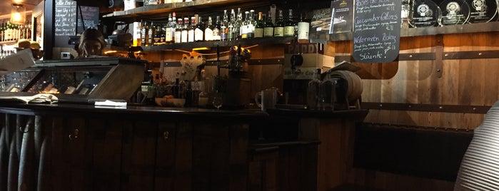 Dingle Whiskey Bar is one of Orte, die Drinker gefallen.