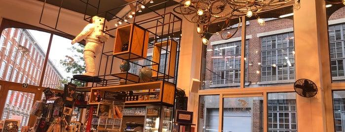 Leopold Café Presse is one of Bruxelles.